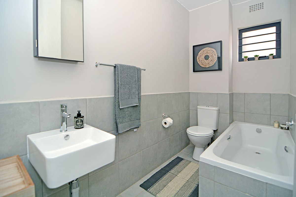 Apartment in Clubview - oaktree village esate-4.jpg