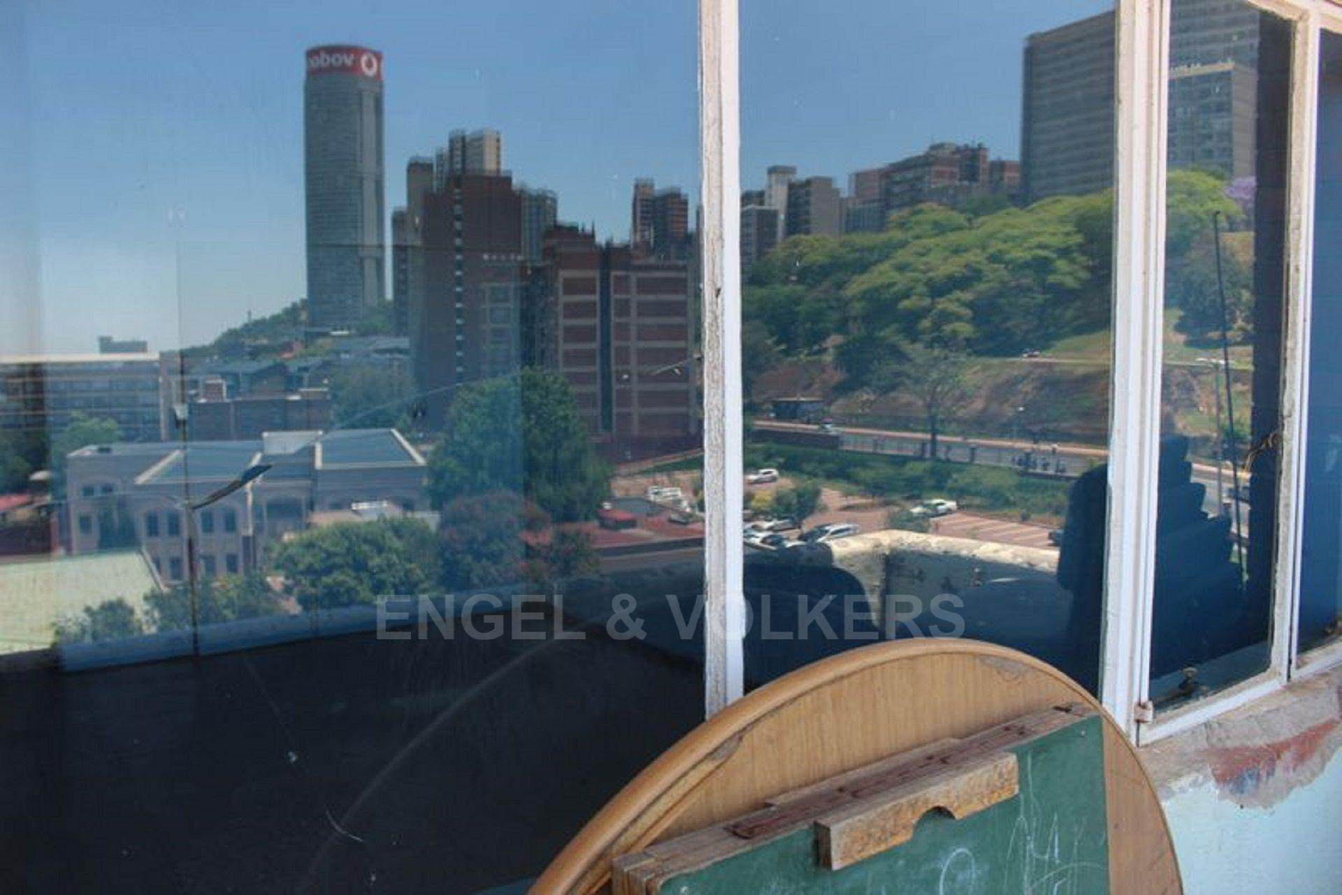 Apartment in Hillbrow - 1480427_large.jpg