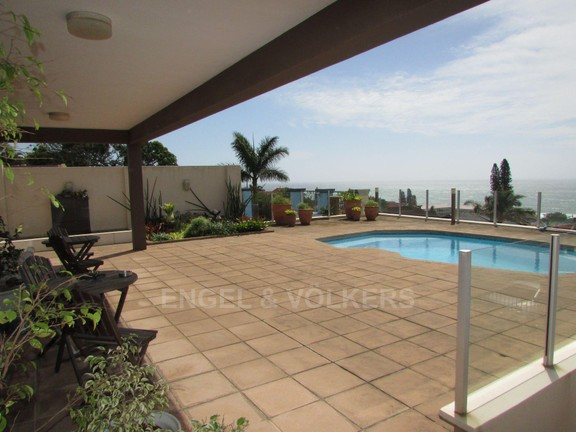 House in Uvongo - 025 Pool area.JPG