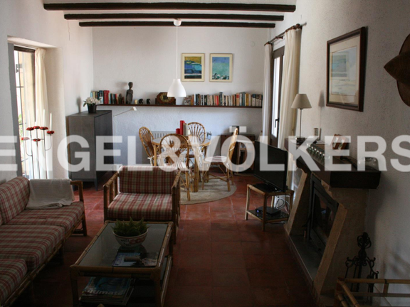 House in Jávea Golf - Rustic Property next to the Javea Golf Course. 2nd Living room with fireplace.