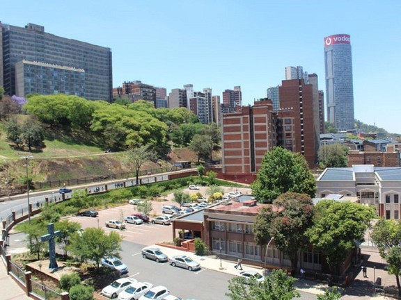 Apartment in Hillbrow - 1480430_large.jpg