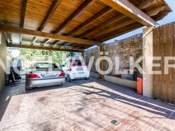 House in Sierra Blanca - Parking