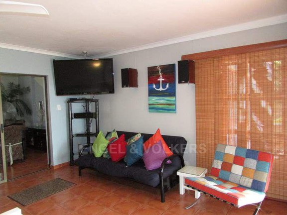 House in Uvongo - 007_TV_Entertainment_area.JPG