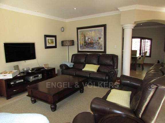 House in Uvongo - 008 Lounge.JPG