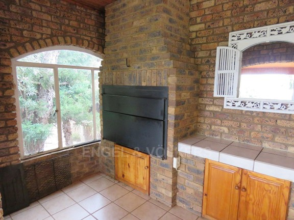 House in Schoemansville - built-in braai