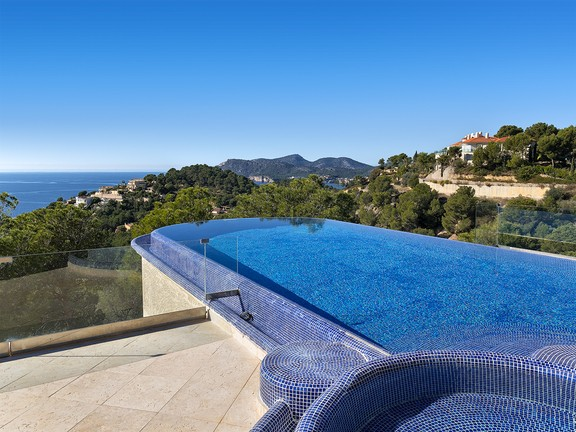 Mediterranean oasis with perfect sea view