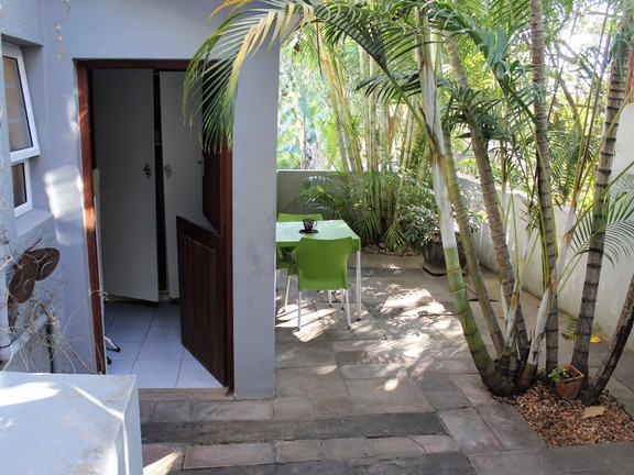 House in Bonnie Doon - 2 Bed Flatlet Patio and Laundry