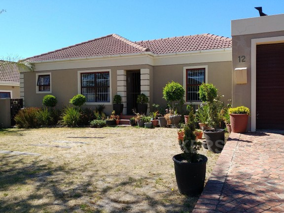 House in Langeberg Heights - Front