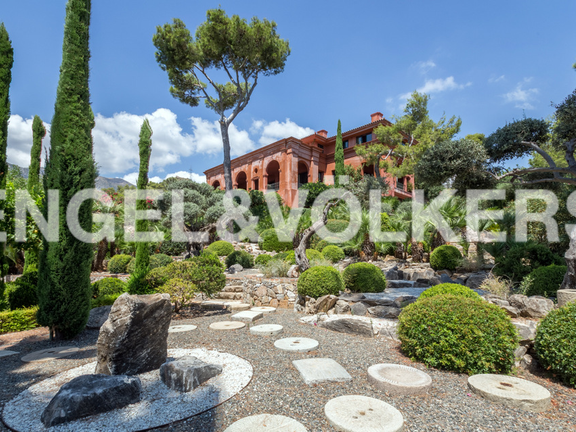 Stately mansion for sale in La Reserva de Sierra Blanca
