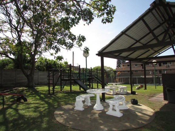 Condominium in Shelly Beach - 013_2nd_braai_area.JPG