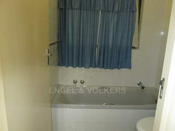 Apartment in Uvongo - 010_Bathroom_2_hYntYgz.JPG