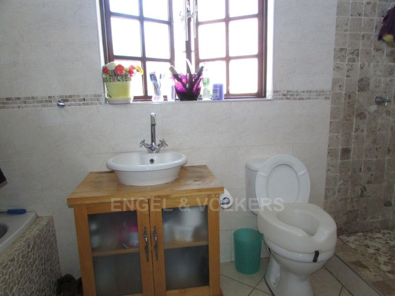 House in Uvongo - 016 mes in flat.JPG
