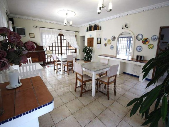 House in Uvongo - 006_Dining_room_sHBmUDF.JPG