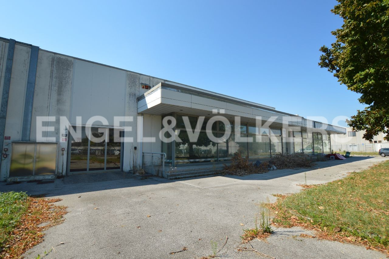 Logistico / Industriale a Further location - Immobile - Complesso industriale in affitto a Padova