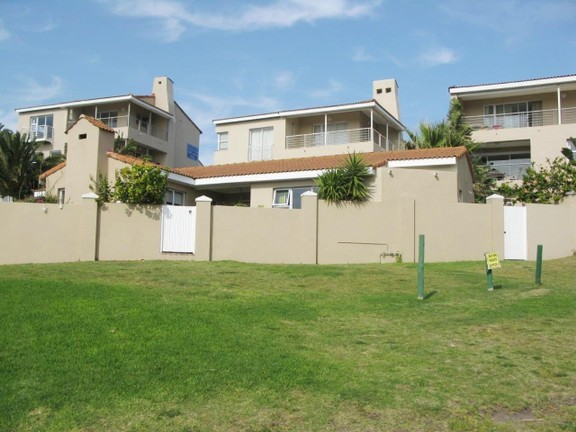 Apartment in Port St Francis - Well Maintained Complex