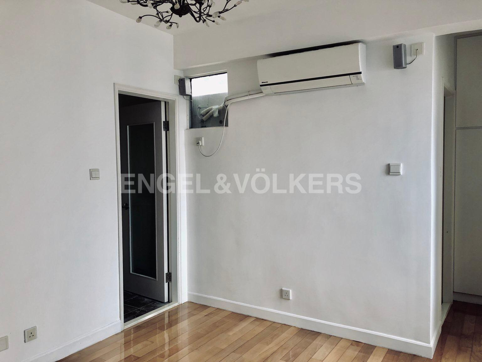 Apartment in Mid Level West / Pok Fu Lam - ALL FIT GARDEN 百合苑