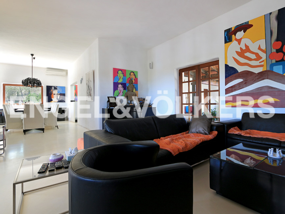 House in Urb. Roca Llisa - Living room with dining area