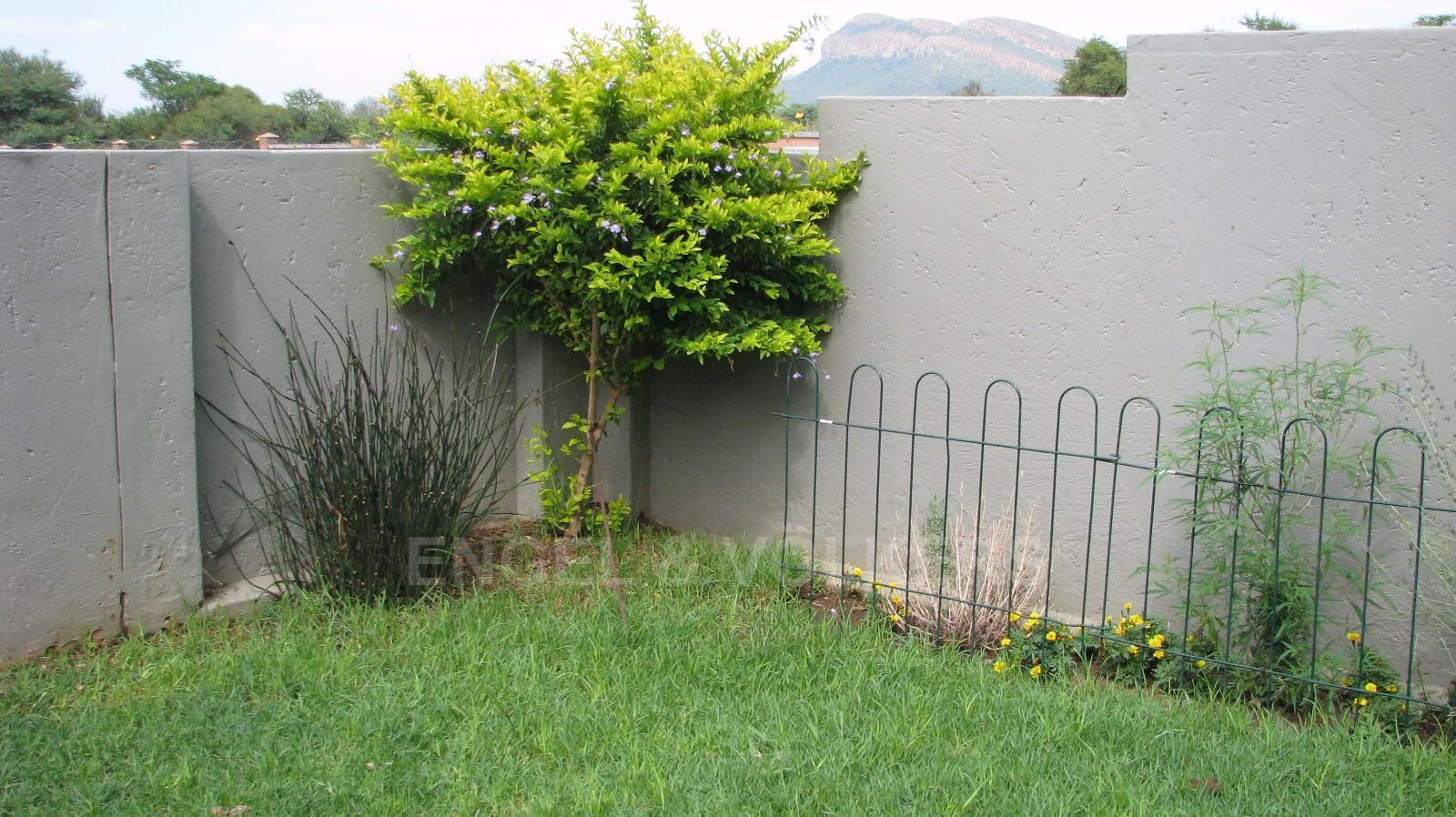 House in Melodie - Pet friendly garden area