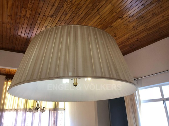 House in Doringkloof - Dramatic light fitting in Dining room.JPG