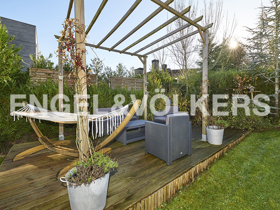 House in Antiguo - Pergola and seating area in garden