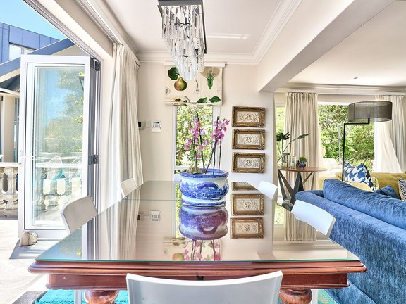 House in Camps Bay - Dining area.