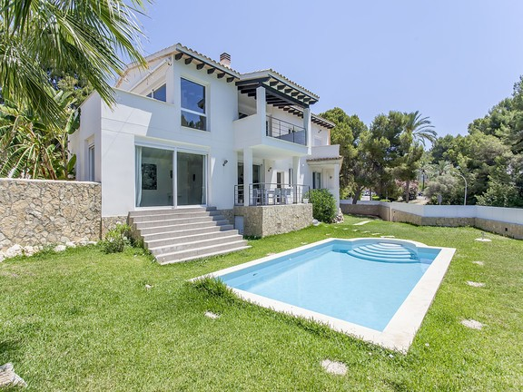 Exclusive family home close to beach