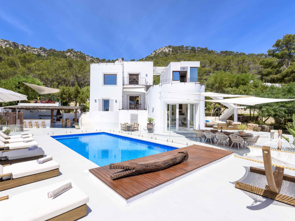 Villa in sought after location with dream views in Es Cubells