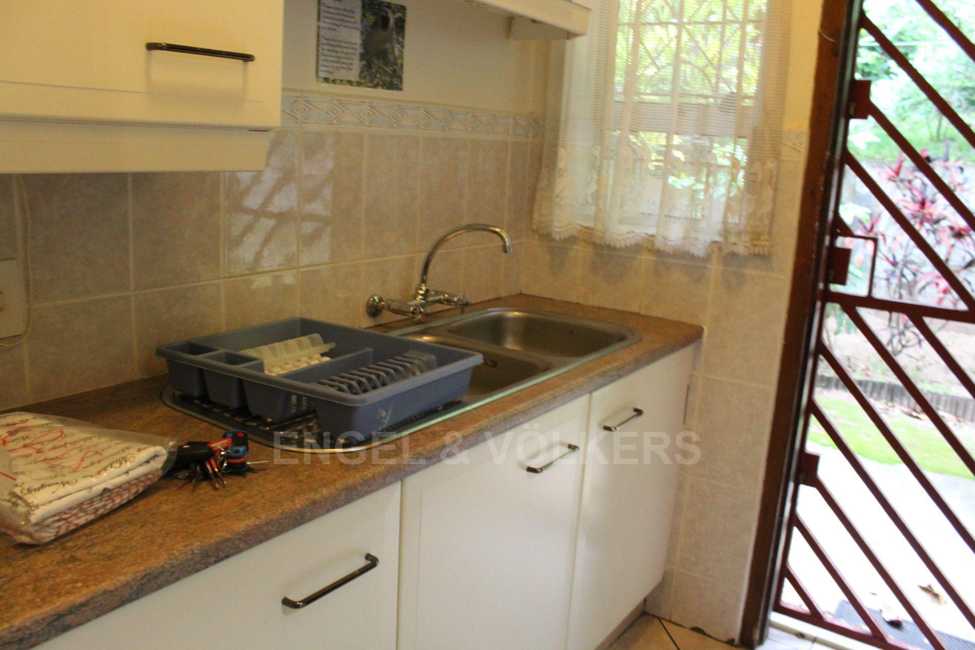 House in Palm Beach - 014 Scullery.JPG