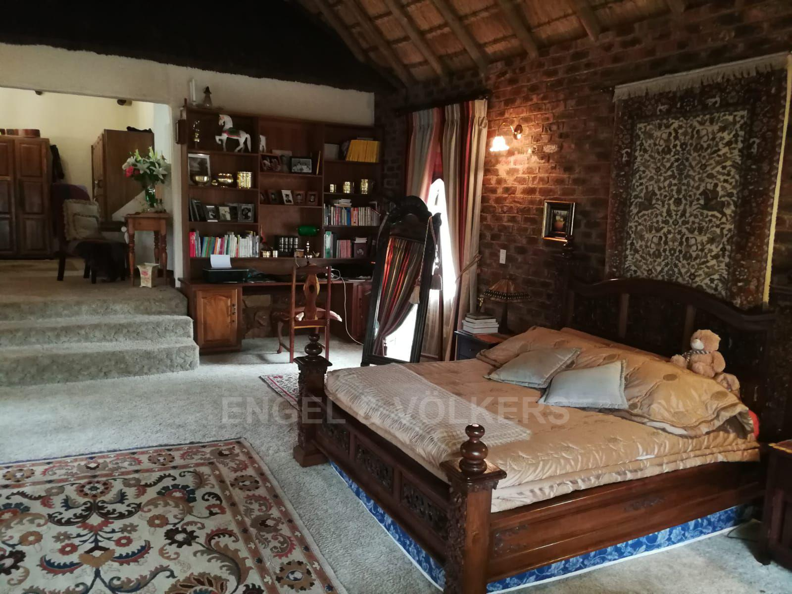 Land in Hartbeespoort Dam Area - Giant main bedroom