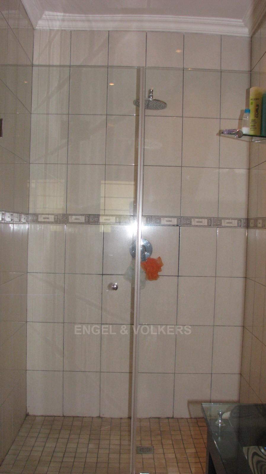 House in Melodie A/h - On-suite has shower, basin and toilet