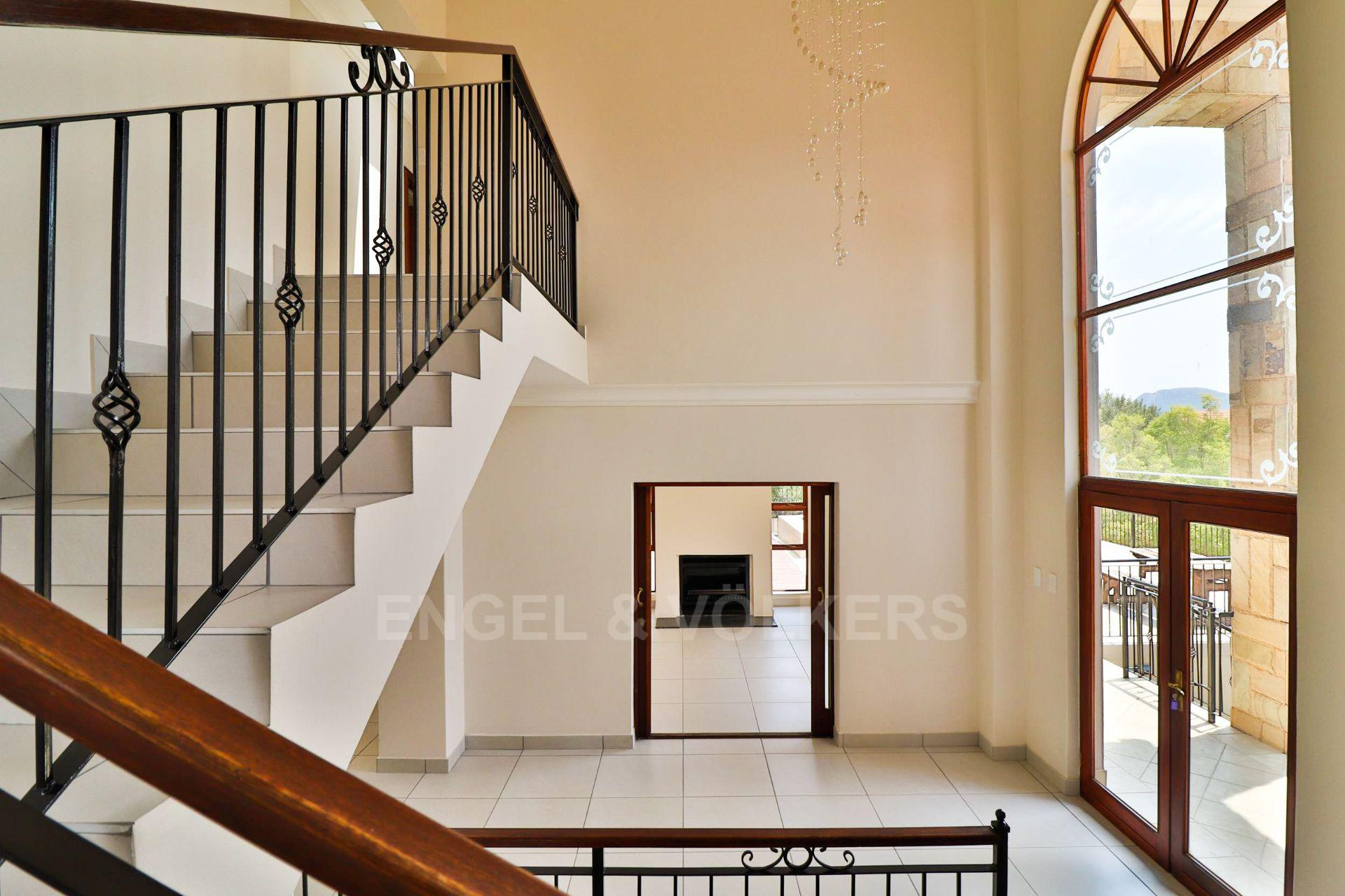 House in Xanadu Eco Park - View down the stairs