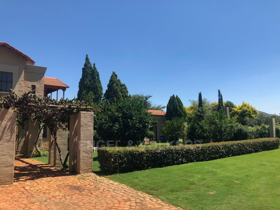 House in Magaliesview Estate - Beautiful private garden