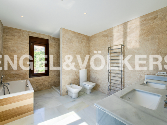 House in Cascada de Camojan - Master Bathroom
