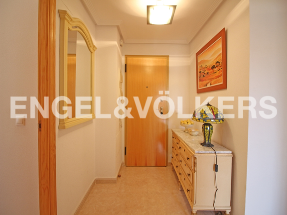 Condominium in Villajoyosa - Penthouse duplex with sea views in front of the beach. Hall