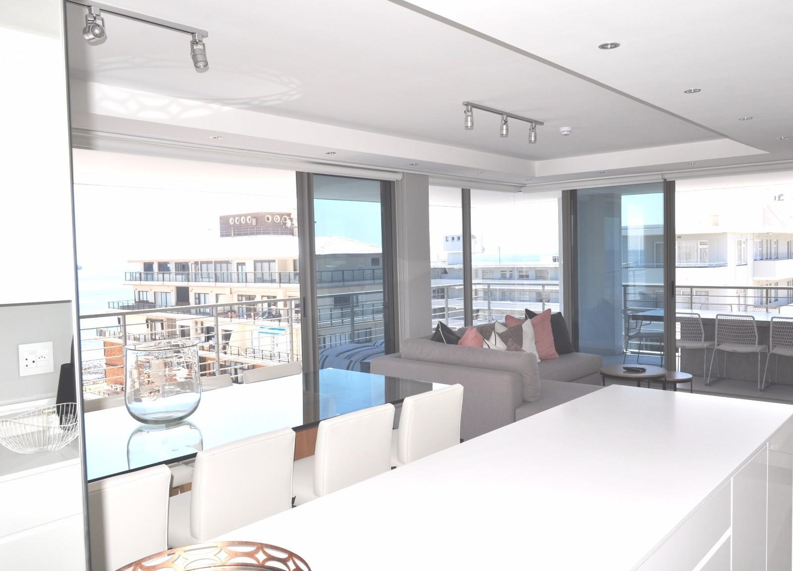 Apartment in Sea Point - Dining area