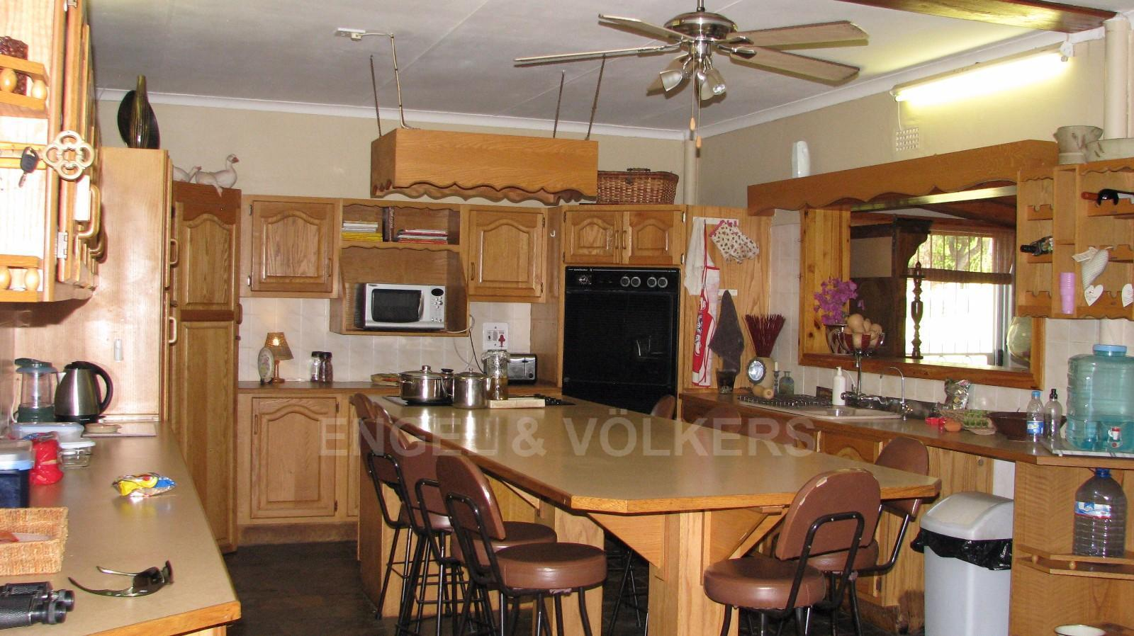 Land in Farms - Farm kitchen with solid oak built-in cupboards