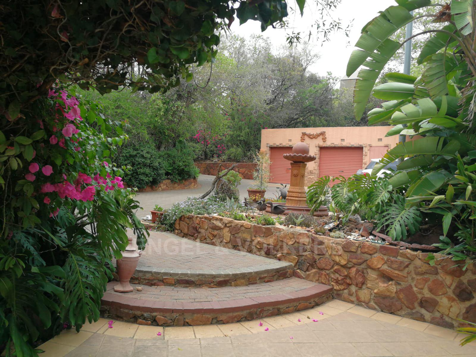 Land in Hartbeespoort Dam Area - Established gardens, garages