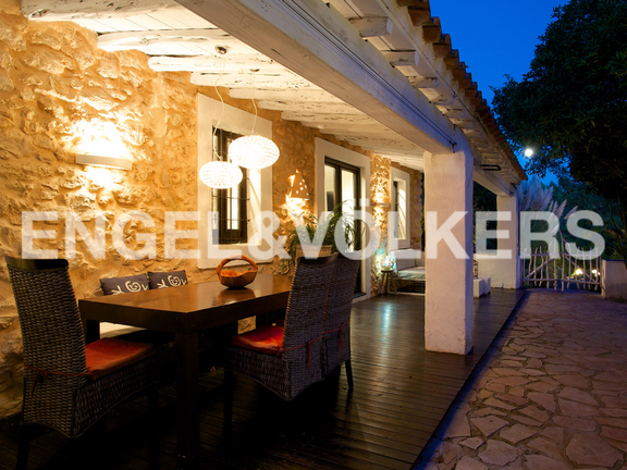 House in San Lorenzo - Romantic dining area on the back terrace