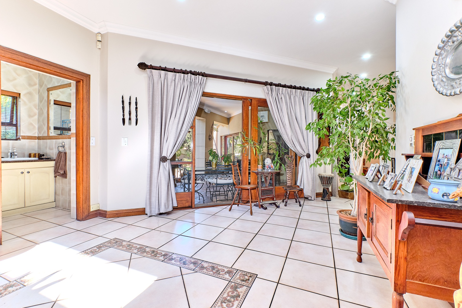 House in Dainfern Golf Estate - Entrance Hall leading to guest cloakroom