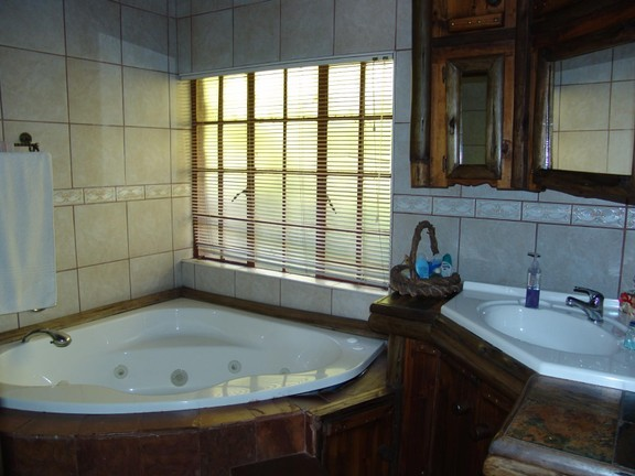 House in Thatch Haven - Bathroom