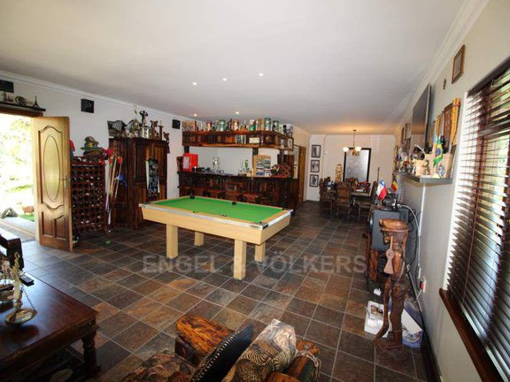 House in Umtentweni - 021_Entertainment_room_with_bar.JPG