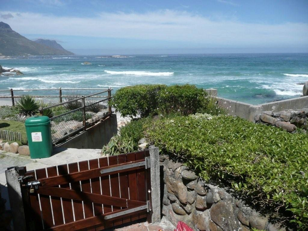 House in Camps Bay - 48.DS VIEW OVER GATE.jpg