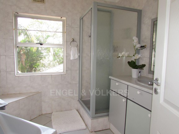House in Ramsgate - 015 - Bathroom.JPG