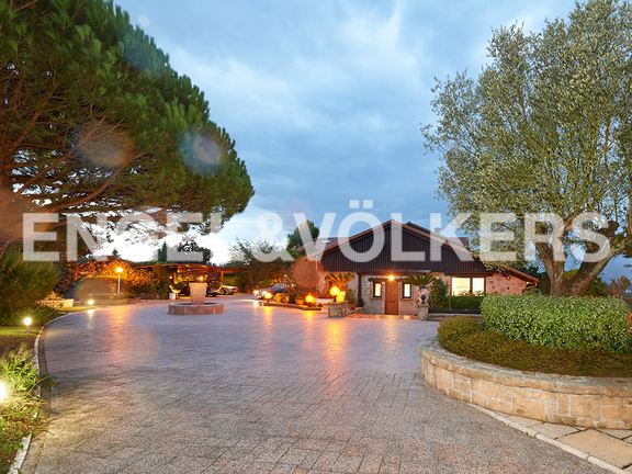 House in Ulía - View of the villas and entrances