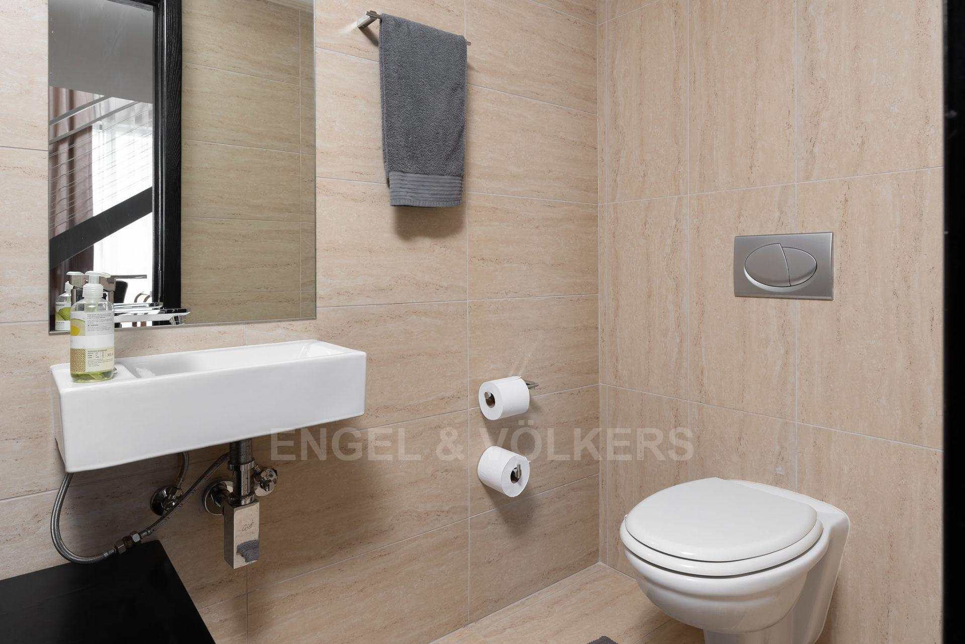Apartment in City Centre - guest toilet.jpg