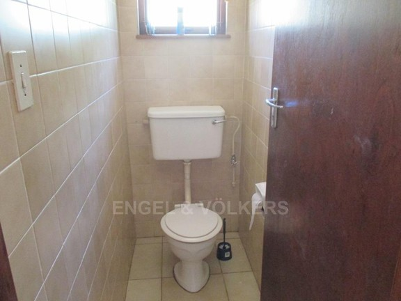 House in Uvongo - 011_Upstairs_Guest_loo.JPG