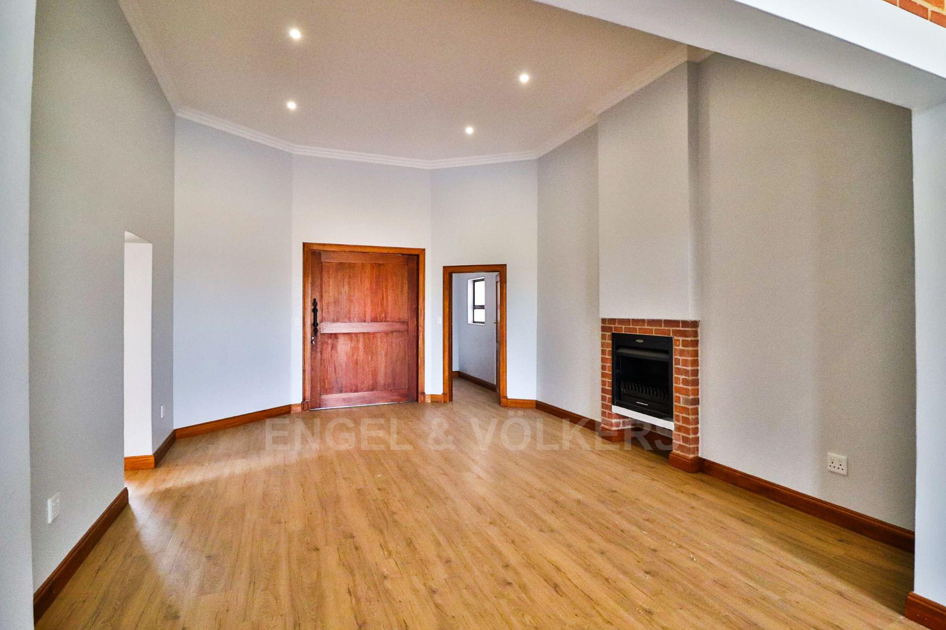 House in Landsmeer - Large lounge with fireplace