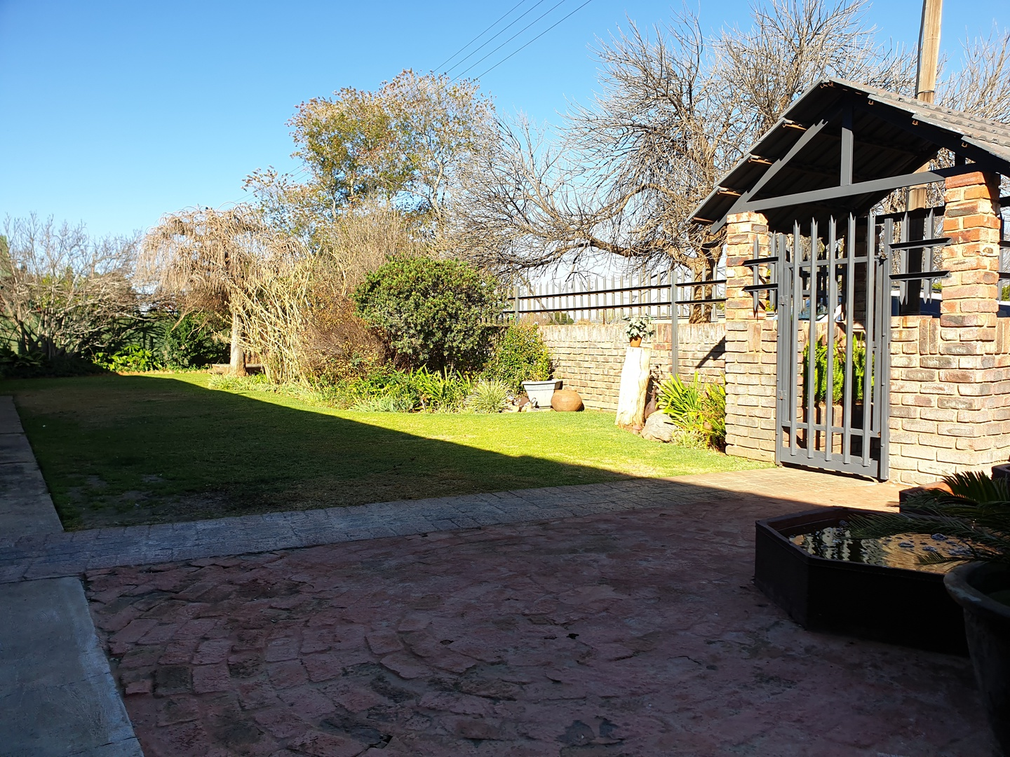 House in Bailliepark - Front Yard