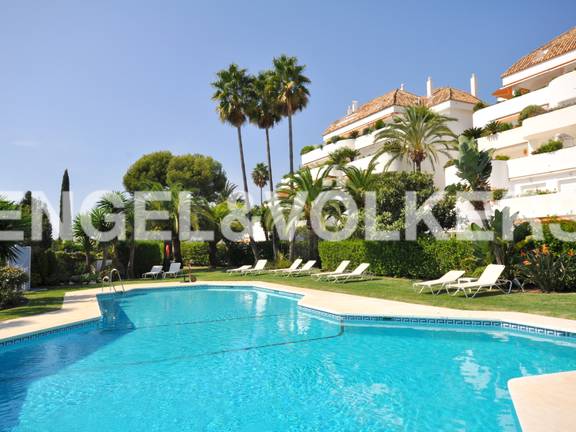 Condominium in Golden Mile - Apartment for sale in Lomas de Marbella Club