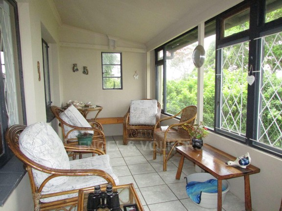 House in Uvongo - 011 Enclosed patio.JPG